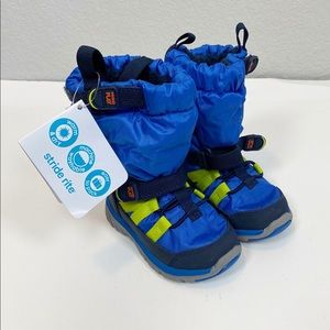 Stride Rite Made 2 Play Blue Snow Boots size 4.5